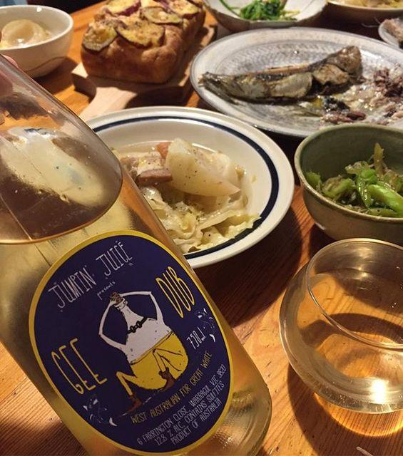 """Takuro Koga on Instagram: """"昨日の晩御飯より。 野菜ポトフ、鰯の洋風焼きと、ツカノマのフォカッチャ。 合わせたのはパトリックサリヴァン! 西オーストラリアの葡萄で造りはじめた、 ジャンピンジュースシリーズから、ジーダブ2018を。 ジーダブはG・Wの意味。…"""" (14069)"""