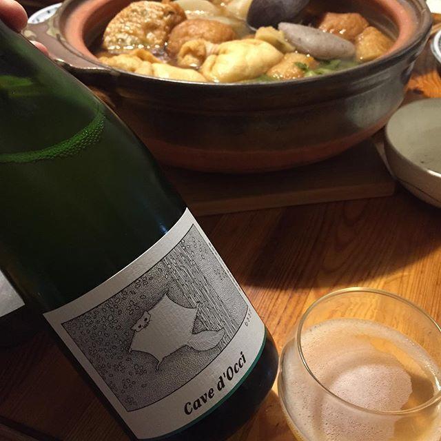 """Takuro Koga on Instagram: """"昨日の晩御飯より。 午前中に娘と和田かまぼこ店さんへ買い物に。 夜はおでんパーティーになりましたー🍢✨ 合わせたのは来月熊本に来てくれる、 カーブドッチさんのどうぶつシリーズから、 瓶内二次発酵のスパークリング、むささび2017です。 カベルネソーヴィニョンのブランドノワール!…"""" (14258)"""