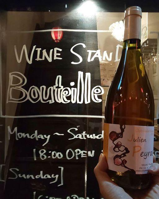 "WINE STAND Bouteille on Instagram: ""1/26土曜日OPENします!  今日は風がとても強いですね🌪️ みなさまお気をつけてお越しください!  Lephemere blanc/ Julien Peyras  France, languedoc Clairette, Grenach blanc, Roussanne…"" (14267)"