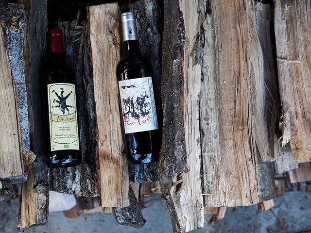 """tomohiro sakata on Instagram: """". 【ワインガイド更新!】 . フランス カオールの造り手シモン・ビュッセーの新着です。 カオールのマルベックの重いイメージではなく、果実の凝縮感、しっかりとしながらもみずみずしく、スルスルと飲み進んでしまいます。 お家でデイリーに飲んでいただきたいワインです。 .…"""" (14385)"""