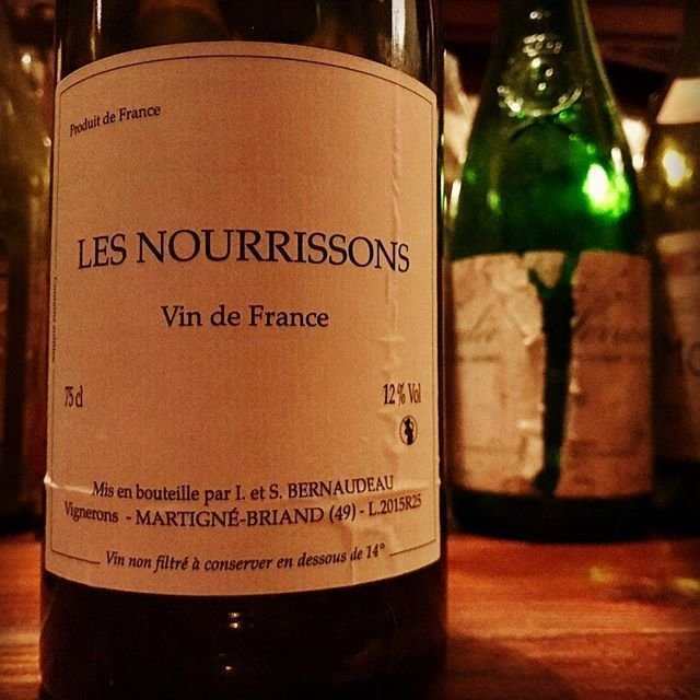 "nadja1963 on Instagram: ""ステファン ベルノドーのヌーリッソン'15。マークアンジェリの申し子も40代半ば。10年ぶりに取引再開で日本に入ってきた! 樹齢105年の神品シュナン。 今宵もぼちぼちどうぞ☆ #stephanebernaudeau  #lesnourrissons #winebarnadja…"" (14637)"
