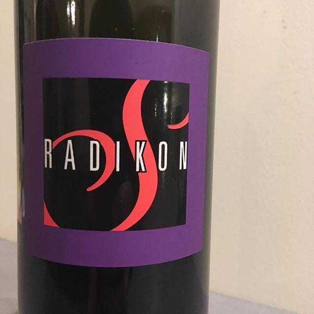 """Hidefumi Ishii on Instagram: """"RADIKONRS14Merlot, Pignoloゾクッとするほどの美味しさ。確実にスタンコの系譜。ダリオや、ヴァルテルらの、色々ないい部分をも、引き継いでいるように感じる。サシャの造るワイン、今後が怖いくらいに楽しみだ。"""" (14694)"""