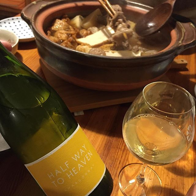 """Takuro Koga on Instagram: """"昨日の晩御飯より。 トキワな隣人にお裾分けいただいたおでん! 中身がほとんど牛スジだったので(笑) 和田かまぼこさんの練り物を足して。 我が家とは一味違った出汁で、美味しいぃぃぃぃ! ホクホクになったところで、 グビグビ飲んだのはゼヴィア! パトリックサリヴァンに教えを乞うて、…"""" (14731)"""