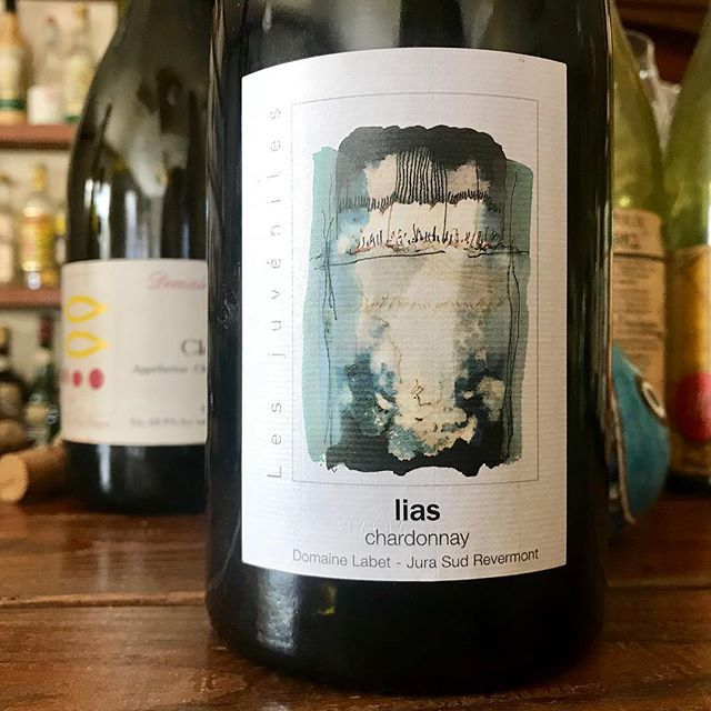 """nadja1963 on Instagram: """"ドメーヌ ラベ、リアス'14。ラベは熟成させたいナチュラルワインの一つ。こちらはリリースから2年しか経ってませんが。5年目にさしかかったシャルドネ。今宵もどうぞぼちぼち開店です☆ #julienLabet #EarlyJurassic #lias #jurawinelover…"""" (14793)"""