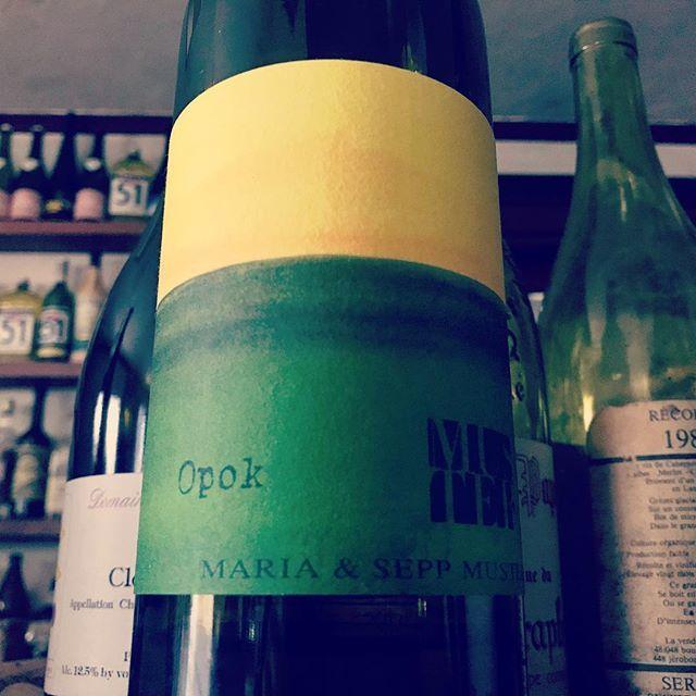 """nadja1963 on Instagram: """"ゼップムスターのオーポク'16。4品種ミックス+少し樽のニュアンス。台頭するナチュラルオーストリアの中で忘れてはならない生産者の入門編ワイン。今宵もぼちぼちどうぞ☆#SeppMuster #opok#Steiermark#winebarnadja#塚口ワイン #塚口"""" (14920)"""