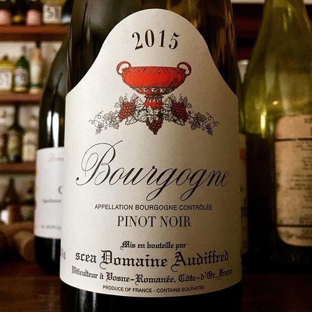 """nadja1963 on Instagram: """"たまには王道寄りを。DRCの12人しかいない正社員でロマネコンティ、ラターシュの栽培を担当しながら醸造にも携わっていたアンリ オーディフレッドのドメーヌのACブル。ヴォーヌロマネ村らしいスパイシーさがこのクラスでさえしっかりと漂ってハイグレード感がじ〜んわり。…"""" (14923)"""