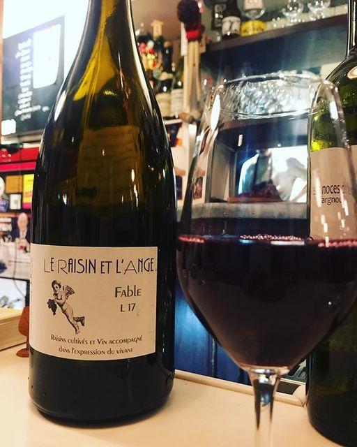 "winy.tokyo on Instagram: ""Le Raisin et l'Ange Rouge Fable 2017 / Le Raisin et l'Ange (Antonin Azzoni) - #Rhone, #France (#Grenache, #Syrah) ル・レザン・エ・ランジュ ファーブル 2017 /…"" (14965)"