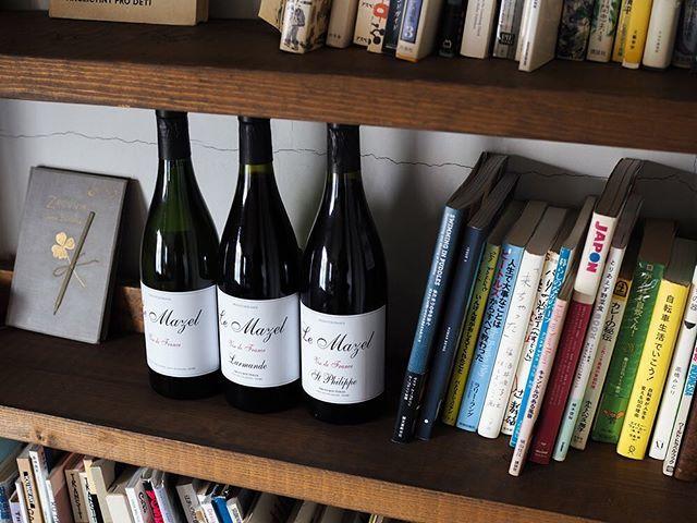 """tomohiro sakata on Instagram: """". 【ワインガイド更新!】 . フランス ローヌからル・マゼルの新着です! いつも良い意味で安定した美味しいワインを届けてくれるル・マゼル。家に置いておきたいホッとする味わいです。 . ○ミアス 2003 [白](ヴィオニエ)…"""" (15102)"""