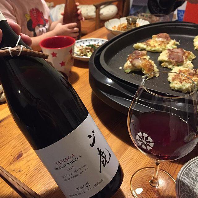 """Takuro Koga on Instagram: """"一昨日の晩御飯より。 お好み焼きに合わせて満を持して抜栓したのは、 菊鹿ワイナリーのリリース第2弾! 山鹿マスカットベーリーA2018です! 開けたてからチャーミングな香りがブワッと!! 薄にごりで、液体めっちゃピュアでじゅんじゅわ!! タレやソースとは相性バツグンです!!…"""" (15127)"""