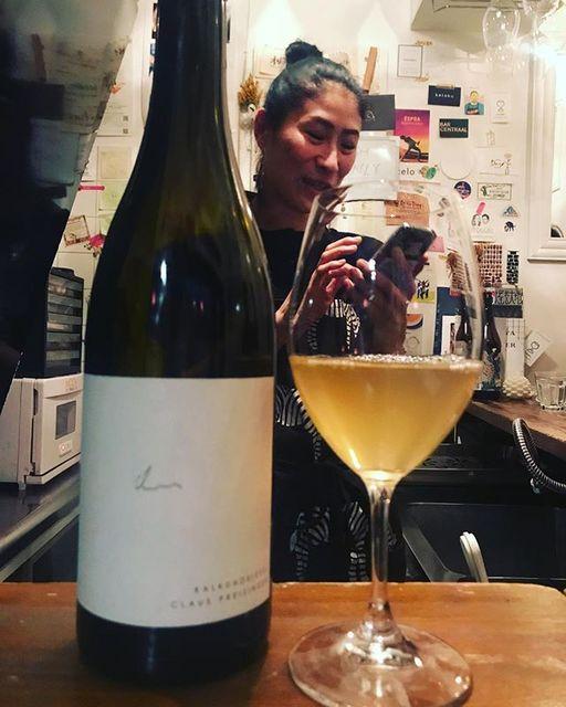 """winy.tokyo on Instagram: """"Kalkundkiesel 2017 / Claus Preisinger - #Burgenland, #Austria (#GrunerVeltliner, #PinotBlanc) カルクウントキーゼル 2017 / クラウス・プライジンガー -…"""" (15150)"""