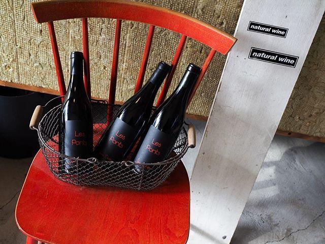 """tomohiro sakata on Instagram: """". 【ワインガイド更新!】 . フランス ブルゴーニュの造り手 ヤン・ドゥリューのピノノワールで造る「レ・ポン・ルージュ 2015」が届きました。 ヤン・ドゥリューの努力の結晶です。極少量入荷ですのでお早めにどうぞ。 . ○レ・ポン・ルージュ 2015 [赤] (ピノノワール)…"""" (15394)"""