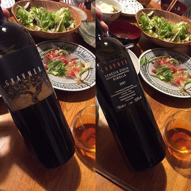 """Takuro Koga on Instagram: """"昨日の晩御飯より。 配達を終えて帰宅すると、 晩御飯はほとんどなくなってましたが(笑) 抜栓5日目のグラヴナーが美味過ぎて。。 '07のリボッラ。なんなのよ、この液体は。。 昨今のなんちゃってオレンジワインとは、 明らかに一線を画す、落ち着きと風格。…"""" (15410)"""