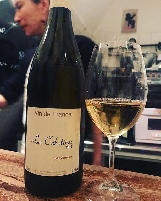 """winy.tokyo on Instagram: """"Les Cabotines 2016 / Ludovic Chanson - #Loire, #France (#CheninBlanc) レ・カボティヌ 2016 / ルドヴィック・シャンソン - #フランス、#ロワール(#シュナンブラン) #winytokyo…"""" (15429)"""