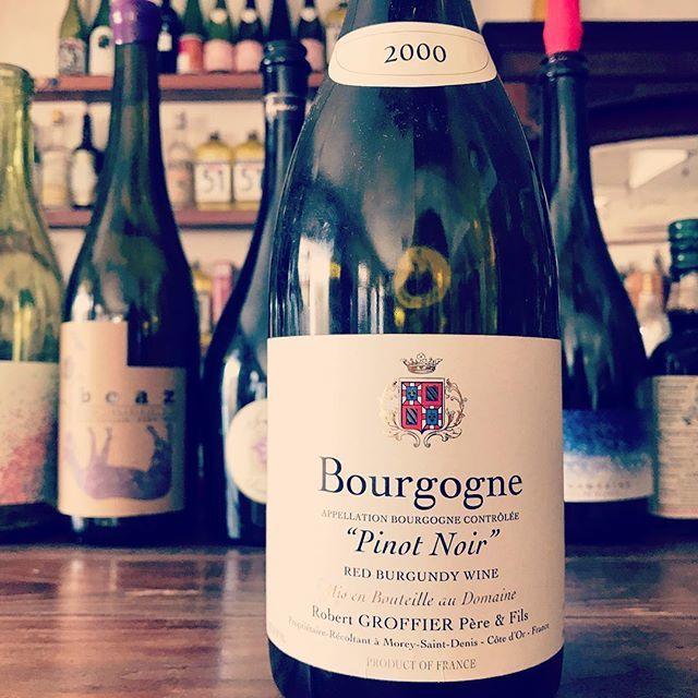 """nadja1963 on Instagram: """"ロベール グロフィエ、2000年ブルゴーニュ。この20年 価格が鰻登りのスーパードメーヌ。 お嫁に行きました。未だ深い色を保ち。満足していただけたようでなにより。ナジャではナチュラル先端ワインだけではなくこのような熟成ワインもございます☆ 今夜はナチュラルに1900開店します。…"""" (15465)"""
