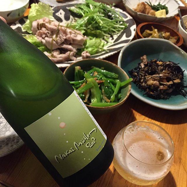 """Takuro Koga on Instagram: """"いつかの晩御飯より。 冷しゃぶサラダとひじき、中華風おひたし。 こういうおばんざいみたいなのに、 日本のワインはやはりよく合いますねぇ。。 飲んだのはKONDOヴィンヤードの、 ナカイ ミュラワ2018。 余市の中井農園さんのミュラー主体で、…"""" (15485)"""