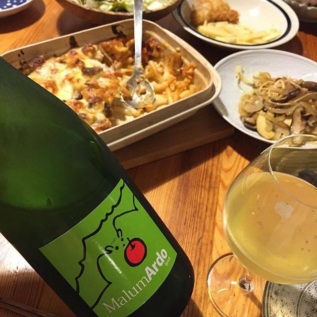 """Takuro Koga on Instagram: """"昨日の晩御飯より。 帰宅すると子供達が既に食べ始めていた、 グラタンとキノコマリネとチキンカツとポテト。 急いで手を洗って抜栓して着席(笑) 飲んだのは福山わいん工房さんのシードル、 マルマルド2018です。広島県産のふじリンゴ使用。 カーーーッ!疲れに沁みるぅぅぅぅ。…"""" (15759)"""