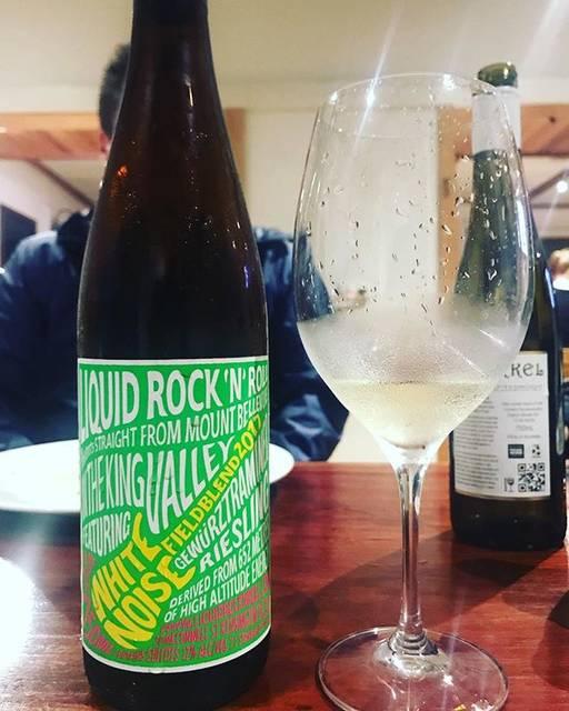 "winy.tokyo on Instagram: ""White Noise 2017 / LIQUID ROCK 'N'ROLL (Alex Byrne & Kim Farrell) - #Victoria, #Australia (#Riesling 60%, #Gewurtztraminer 40%) ホワイト・ノイズ…"" (15948)"