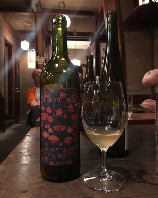 "winy.tokyo on Instagram: ""Fistful of Flower 2018 / Momento Mori Wines (Dane Johns) - #Victoria, #Australia (#MoscatoGiallo, #Vermentino) フィストフル・オブ・フラワー 2018 /…"" (16229)"