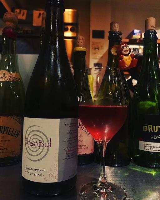 "winy.tokyo on Instagram: ""Rosabul 2015 / Sylvain Martinez - #Loire, #France (#GrolleauNoir) ローザブリュ 2015 / シルヴァン・マルティネズ - #フランス、#ロワール(#グロローノワール) #winytokyo #vinnature…"" (16325)"