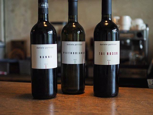 """tomohiro sakata on Instagram: """". 【ワインガイド更新!】 . イタリア ヴェネトのダニエーレ・ポルティナーリのご紹介です。 元々は父から畑を受け継ぎ、栽培していたブドウは全て近くのワイナリーに売っていました。 しかし、ラ・ビアンカーラのアンジョリーノと出会い触発されワインを作り始める事になりました。…"""" (16406)"""