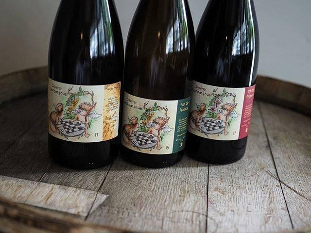 """tomohiro sakata on Instagram: """". 【ワインガイド更新!】 . フランス ロワールの造り手 「ジェローム・ランベール」の新着が届きました。 彼のワイン造りの哲学は「ワインとはぶどうジュースがアルコールになったもの」だそうです。原料はブドウのみで、補糖、培養酵母、SO2など一切加えないピュアなお味です。 .…"""" (16482)"""