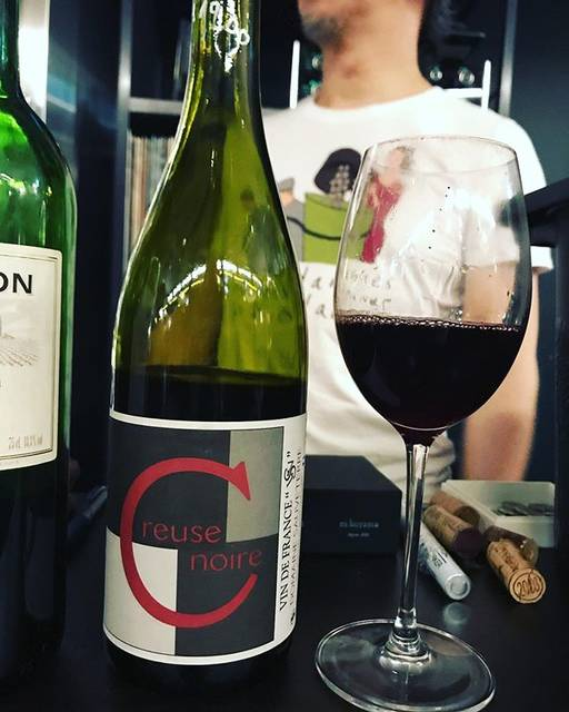 "winy.tokyo on Instagram: ""Creuse Noire 2011 / Domaine Sauveterre (Jérôme Guichard) - #Bourgogne, #France (#Gamay) クルーズ・ノワール 2011 / ドメーヌ・ソーヴテール(ジェローム・ギシャール)-…"" (16601)"