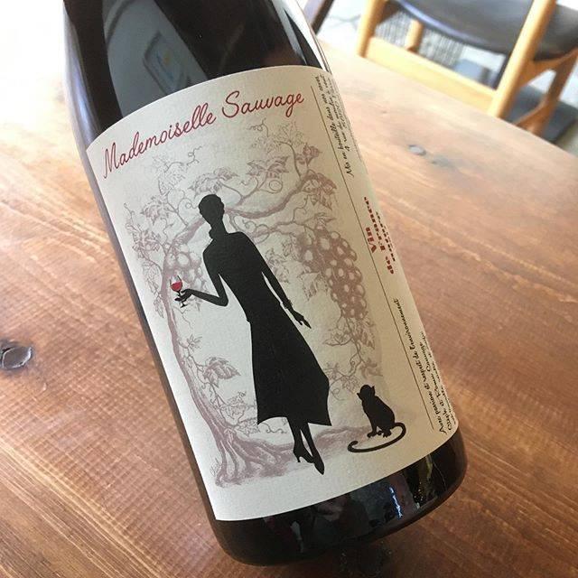 "@syokudo_tokiwa on Instagram: ""2019/06/17 月曜  徐々に上がる陽気に思わず白ワインのオーダーが増える一方ですが、スルスルと軽い呑み心地が嬉しいグロロという品種のワインが届いています。  フランス ロワール地方ソミュールのル クロ デ フォリーからの一本。…"" (16653)"