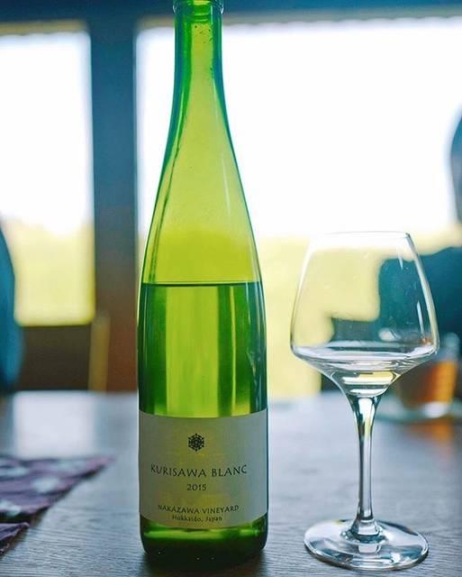 """love wine, love vin nature!! on Instagram: """". 日本ワイン? そんなん知らん… と言っていた数年前。 . 当時、グランヴァンセラーに勤務をされていた丹羽さんの粋な計らいでクリサワブランの垂直会に参加をさせて頂いた。 . 一口飲んでびっくりした。 「なんだコレ、美味い!」…"""" (16683)"""