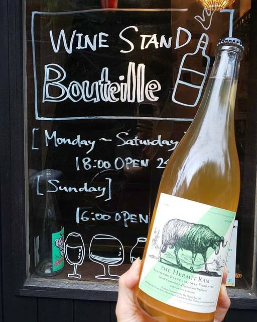 "WINE STAND Bouteille on Instagram: ""6/22土曜日  本日も18時から @ bouteille_wine_stand OPENします! 今のところ雨もやんでいるので、サクッと一杯飲みに来て下さいー!  Sauvignon blanc 2017 skin fermented / The Hermit Ram New…"" (16727)"
