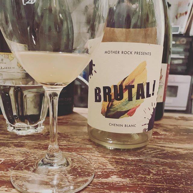 """WINE STAND Bouteille on Instagram: """"こんにちは @bouteille_wine_stand  オープンです! 昨日はおやすみありがとうございました😊 また本日からよろしくお願いします。 束の間の梅雨の晴れ間に 一杯からお越しください。 #なんか写真傾いてる  #お店は傾いてません  #たぶん  #どうかな…"""" (16751)"""