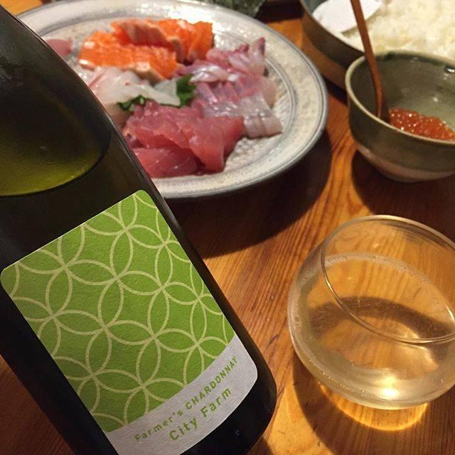 """Takuro Koga on Instagram: """"昨日の晩御飯より。 クタクタになった1週間が終了。 手巻き寿司に白ワインでお疲れ様しました。 清澄白河フジマル醸造所からの新着、 ファーマーズ シャルドネ2018です。 葡萄は山梨県の北杜市にあるシティファームさんから。 開けたてはちょっとシュワッとしてて、…"""" (16766)"""