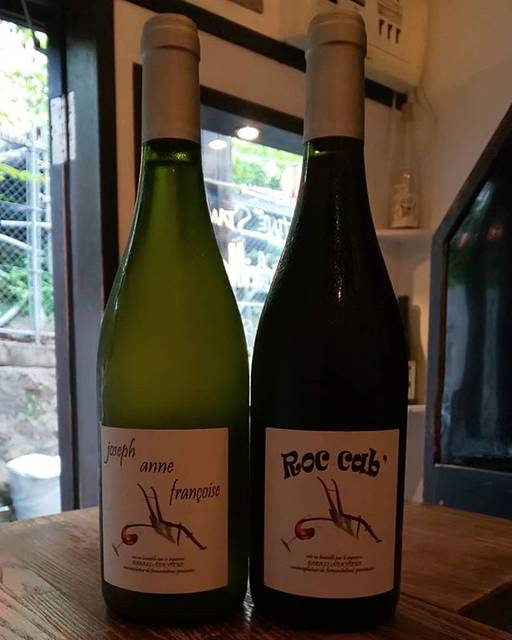 """WINE STAND Bouteille on Instagram: """"6/28 金曜日  OPENです!  むしむしじめじめしてますね💦  冷たーい白ワインと冷やしめの赤ワインご用意してお待ちしてます!  本日もよろしくお願いします!  winestandbouteille  #vinnaturel  #naturalwine  #のんべい横丁…"""" (16803)"""