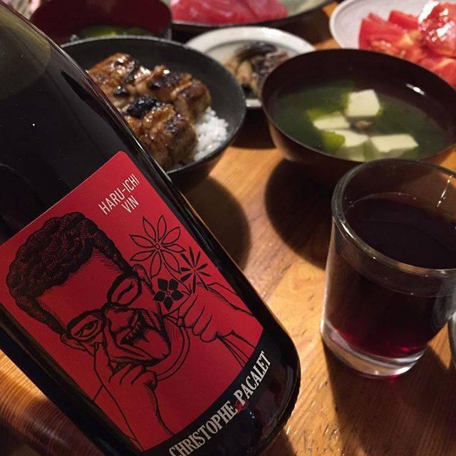 """Takuro Koga on Instagram: """"こないだの晩御飯より。 息子が陸上で記録更新したお祝いに、 カミさんがマグロとウナギを奮発。 開けたのはこちらの😜ワイン(笑) クリストフパカレのガメイ、ハルイチヴァンです! 今まで、いわゆるボジョレーヌーヴォーを、 一度も造った事がなかったクリストフ。…"""" (16862)"""