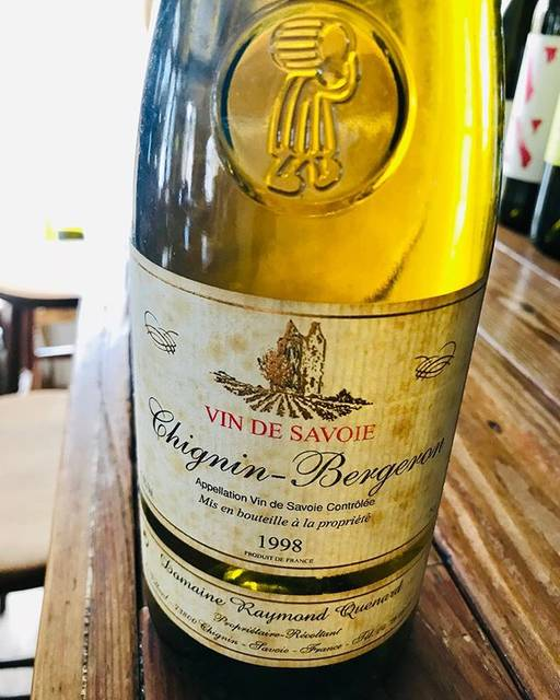"nadja1963 on Instagram: ""ナジャ奥の院 取り出しワイン♪ サヴォアの20年越えの熟成白。レイモン ケナールのヴァン ド サヴォア、シニャン ベルジュロン1998年。 ベルジュロンはルーサンヌのシノニム。オザミ丸山さんが日本に紹介したワインだったかな。 ずいぶん前に焼肉…"" (17204)"