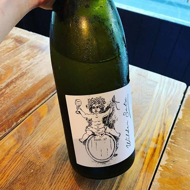 """WINE STAND Bouteille on Instagram: """"美味しいなーなワインたくさんご用意してお待ちしております。@bouteille_wine_stand #美味しいなー#ワイン美味しいなー 本日も22:00までよろしくお願いします。"""" (17284)"""