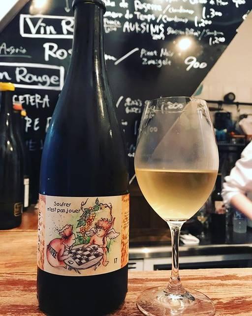 """winy.tokyo on Instagram: """"De L'Air 2017 / Jerome Lambert - #Loire, #France (#CheninBlanc) ドゥ・レール 2017 / ジェローム・ランベール - #フランス、#ロワール(#シュナンブラン) #winytokyo #vinnature…"""" (17355)"""