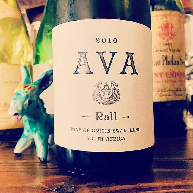"""nadja1963 on Instagram: """"南アフリカ スワートランド。ラール ワインズ。エヴァ、シュナンブラン2016。リリースから1年少し。久しぶりに開けると劇的に変化していた。華やかな香りにトロリと濃密な味わいはたまりませーん♡ 今宵はナジャ、1959開門です☆ #rallwines #donovanrall…"""" (17583)"""