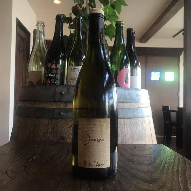 "Yasuyuki Miyagawa on Instagram: ""「レア度ってなんやねん。誰の尺度や。市場か?世間か?業界か?まずはアンタとそのワインとの関係やろ。まずはそっから始めんかい。」 と言ったのは夢か現か夏の幻か。  でもまあそんなトコです、はい。  マルク・ペノのラ・デジレが夏の看板ならこちらは裏番。…"" (17598)"