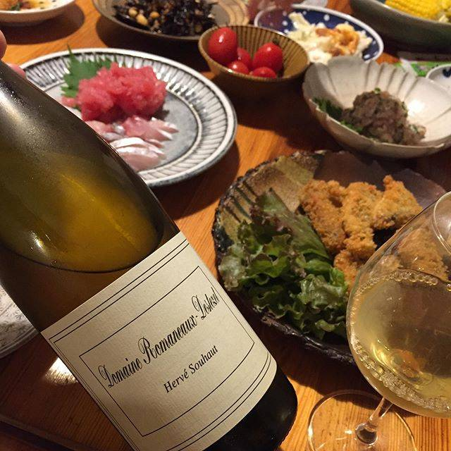 """Takuro Koga on Instagram: """"昨日の晩御飯より。 クタクタのヘトヘトで帰宅すると、 お魚パーティーが待っていたー。 タコ刺しにマグロの中落ち、 アジ刺し、アジフライ、アジのなめろう。 テンションマックス!カミさんすげー!居酒屋か! 飲んだのはローヌのいぶし銀、エルヴェスオーの白、…"""" (17640)"""