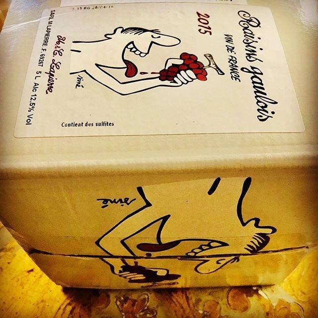 """nadja1963 on Instagram: """"今宵はラピエール モルゴン'03に合わせて一番のお手頃ラピちゃんの箱もナジャ的に3年熟成の2015年。#満月Pub 100#marcellapierre #raisinsgaulois #gamayvibes#winebarnadja#ナチュラルワイン#ラピちゃん"""" (18382)"""