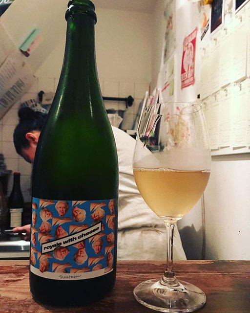 "winy.tokyo on Instagram: ""Royale With Cheese 2017 / Milan Nestarec - #Moravia, #Czech (#SauvignonBlanc)  ロワイヤル・ウィズ・チーズ 2017 / ミラン・ネスタレッツ - #チェコ、#モラヴィア(#ソーヴィニョンブラン)…"" (18386)"