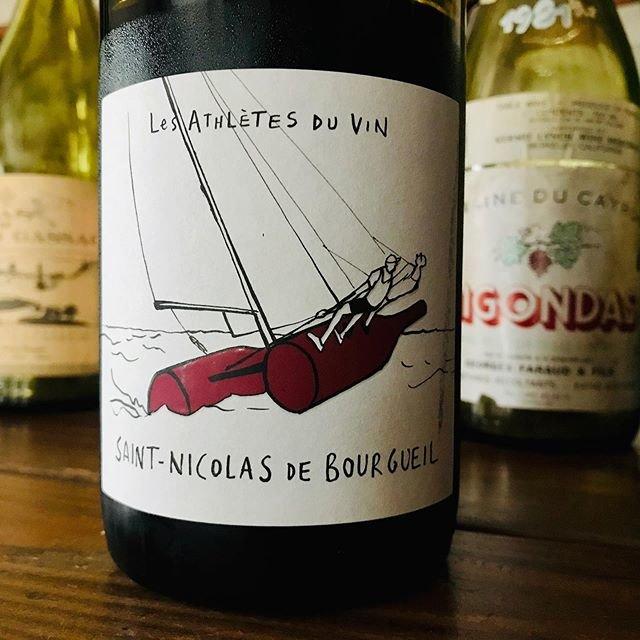 """nadja1963 on Instagram: """"ワイン アスリート。サンニコラ ド ブルグイユ2017。放置1年余り、インテリジェントなロワールのカベルネの佇まいに控えめに旨味が乗り始めた、永遠に飽きのこないブライアンイーノの'77年の名曲、BY THIS RIVERの世界。 今宵はナジャ、1955開門致します☆…"""" (18745)"""