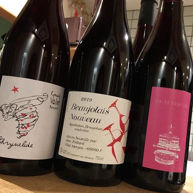 """@syokudo_tokiwa on Instagram: """"2019/11/21 木曜  今日はアレですね。  解禁ですね。  ボージョレ?ボジョレー?  どっちでもいいです😆  今年の収穫がきちんとワインになって味わえるという喜び。それを分かち合う日。  トキワでは3生産者取り扱っています。 ロミュアルド ヴァロ・ジャン…"""" (18866)"""