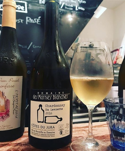 "winy.tokyo on Instagram: ""Cardonnay En Levrette 2016 / Domaine des Marnes Blanches (Géraud Fromont) - #Jura, #France (#Chardonnay)  シャルドネ アン・ルヴレット 2016 / ドメーヌ…"" (19097)"