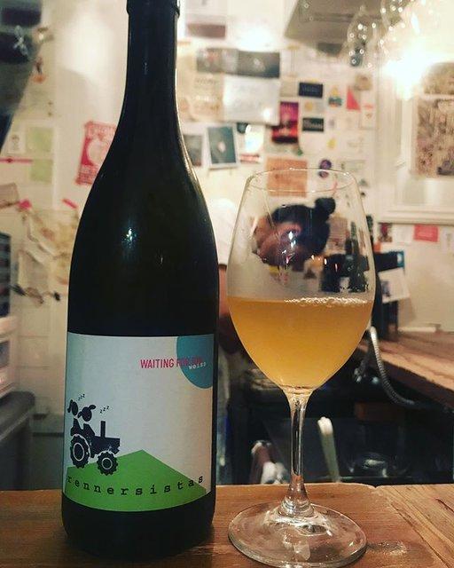 """winy.tokyo on Instagram: """"Waiting For Tom Weiss 2017 / Rennersistas (Susanne & Stefanie Renner) - #Burgenland, #Austria (#Chardonnay 30% , #PinotBlanc 70%)…"""" (19123)"""