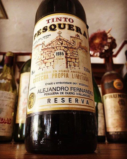 """nadja1963 on Instagram: """"【ナジャ 年末年始特別ワインのご案内】 ペスケラ レセルヴァ1985年。スペインのペトリュスと謳われるテンプラニーリョの珠玉。リベラデルドゥエロを銘醸地たらしめたアレハンドロ フェルナンデスの偉大なる功績。80年代はもう世界にもあまりないでしょう。ナジャで絶品鴨料理とどうぞ!…"""" (19146)"""