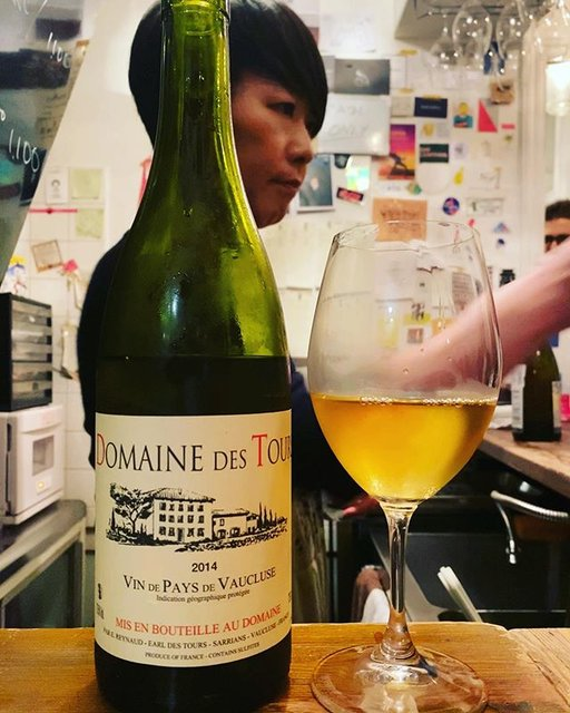 "winy.tokyo on Instagram: ""Vaucluse Blanc 2014 / Domaine des Tours (Emmanuel Reynaud) - #Rhone, #France (#Clairette) ヴォークリューズ・ブラン 2014 / ドメーヌ・デ・トゥール(エマニュエル・レイノー)-…"" (19186)"