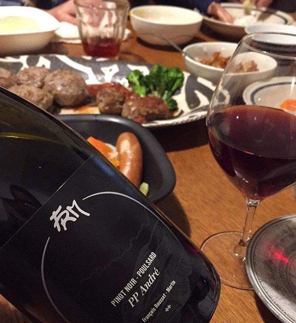 """Takuro Koga on Instagram: """"昨日の晩御飯より。 次男の1歳のお誕生日は、 子供達が全員大好きなハンバーグ! 生まれ年のワインにしよーって事で、 フランソワルーセットマルタンの2018、 PPアンドレを開けてみましたーっ!! ピノノワールとプールサールの頭文字でPP! これがですよ!もーっ!…"""" (19386)"""