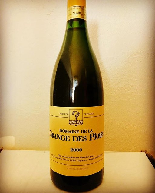 """nadja1963 on Instagram: """"ラングドックで最もレアなグランジュデペールの白の2000年❗️わかりにくいのですが先の赤は写ってませんがキャップシールが赤くこちらは黄色です。ミレニアムの年のパリでピエール ガニエールのリストに発見、迷わず選んだ懐かしい記憶。ワインのご予約お待ちしてます☆…"""" (19525)"""