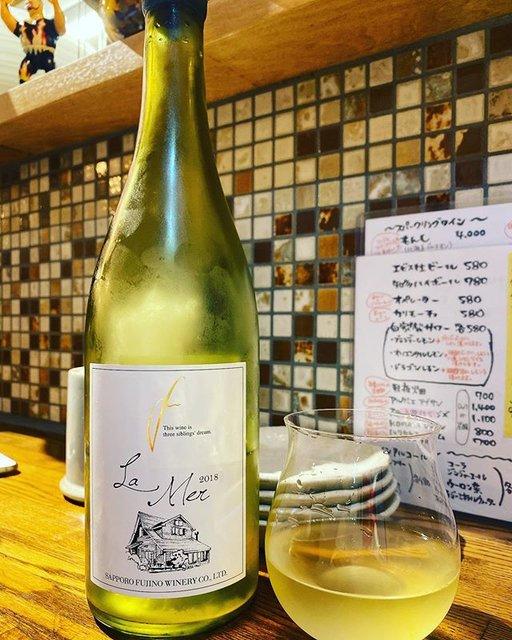 "winy.tokyo on Instagram: ""La Mer 2018 / Sapporo Fujino Winery (Tadayuki Uramoto) - #Hokkaido, #Japan (#MullerThurgau, #Kerner, #Bacchus) ラ・メール 2018 /…"" (19557)"